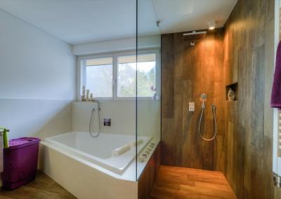 Bad- Dusche und Wanne